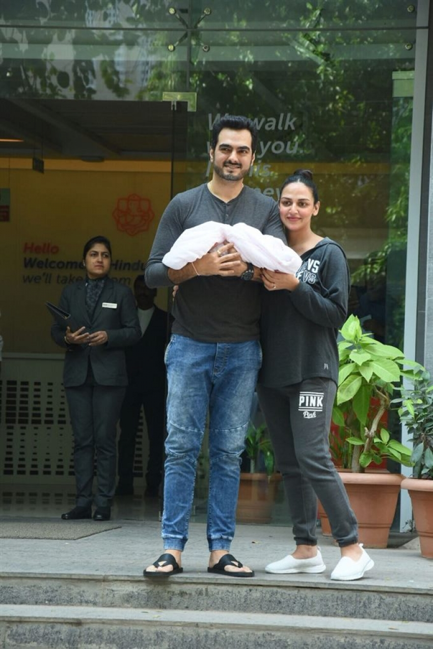 Esha Deol & Bharat Takhtani Blessed With Baby Girl Photos