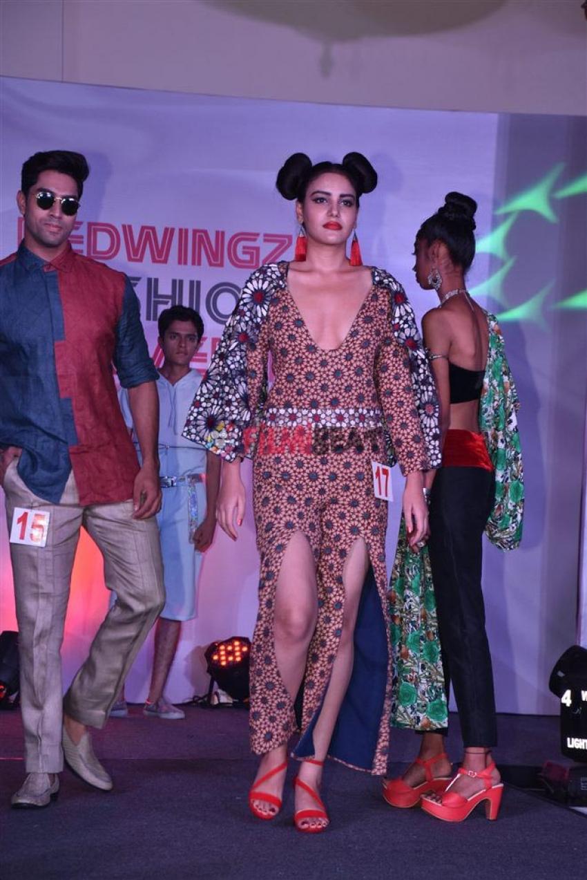 Gauhar Khan At An Fashion Show In Mumbai Photos