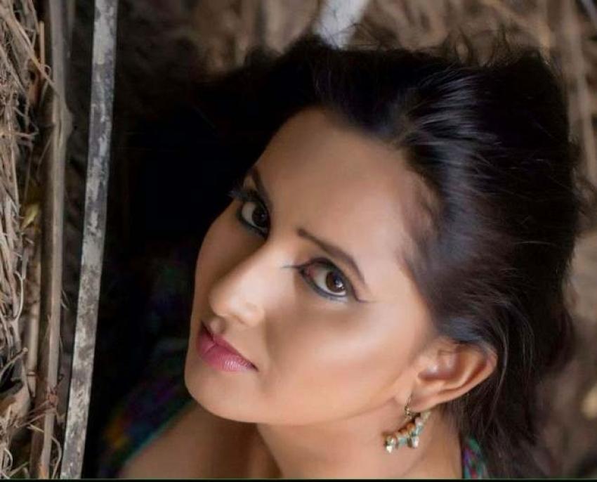Ishika Singh Hot & Spicy Photos