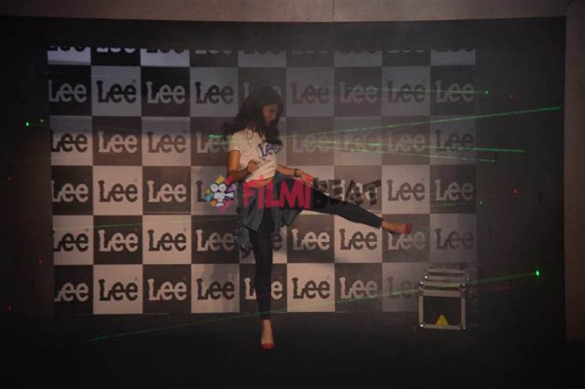 Jacqueline Fernandez laser Dance At Unveiling Of Season 2 Body Optix Of Denim Brand Lee Photos