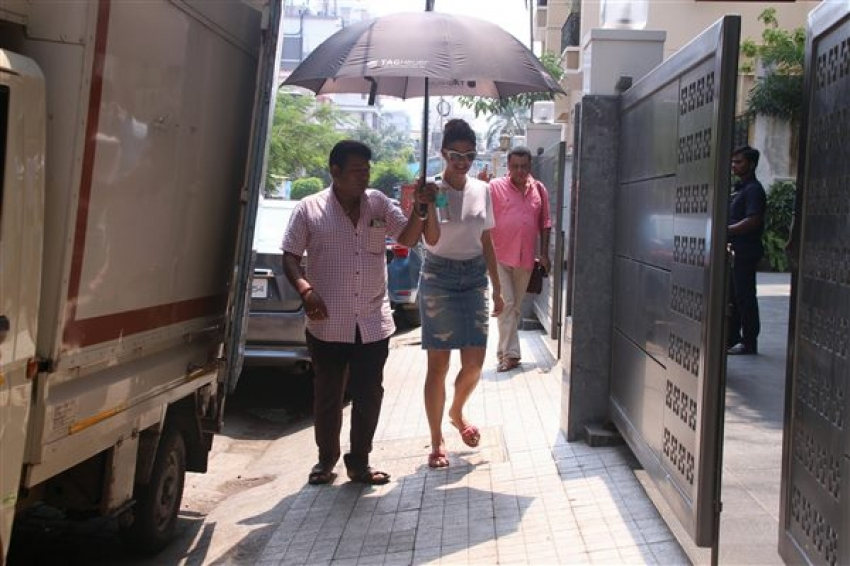 Jacqueline Fernandez Spotted Searching New House At Bandra Photos