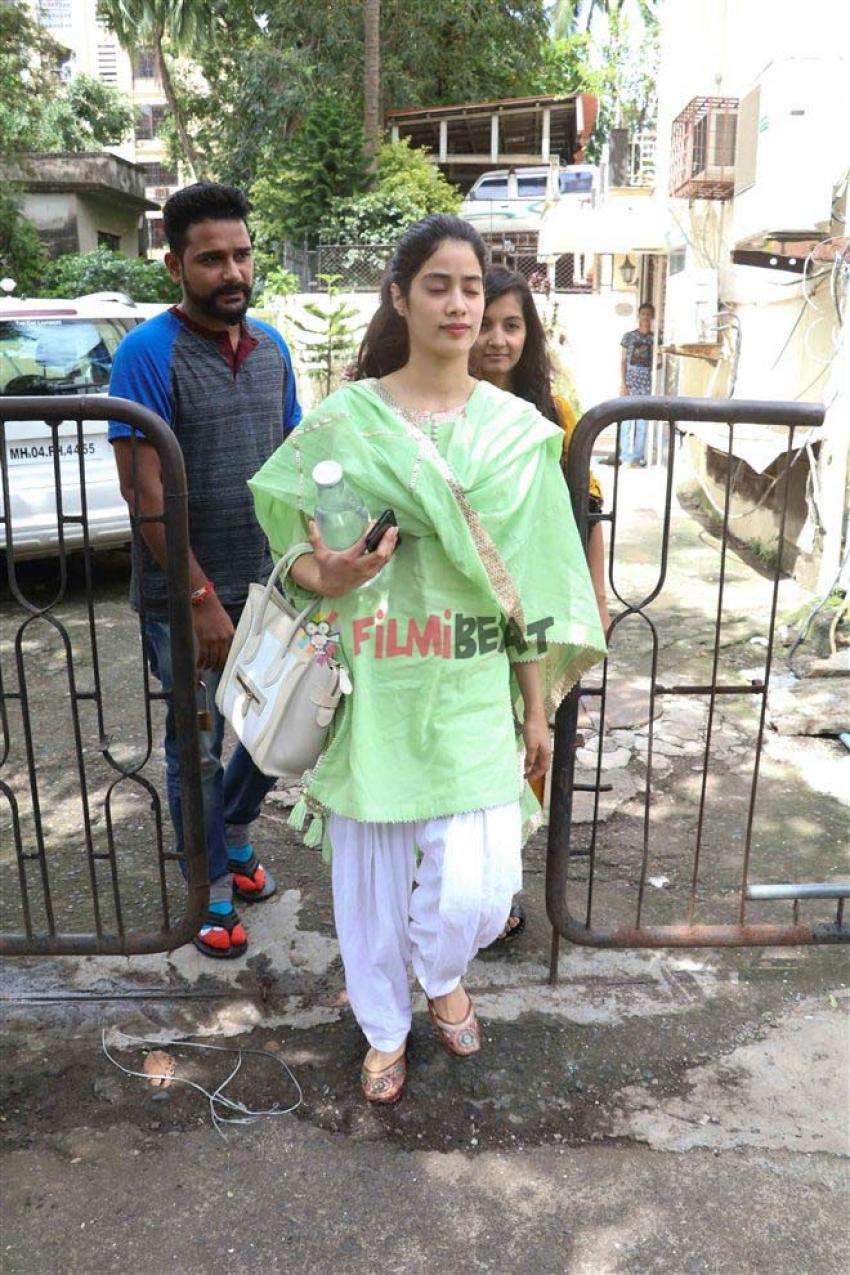 Jhanvi Kapoor Spotted At Dance Studio