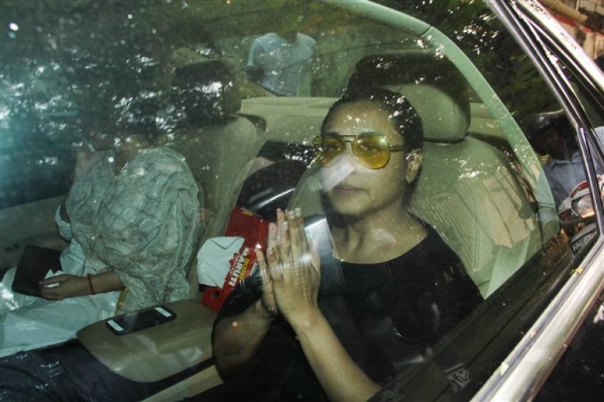 Rani Mukherjee Father Funeral In Mumbai Photos