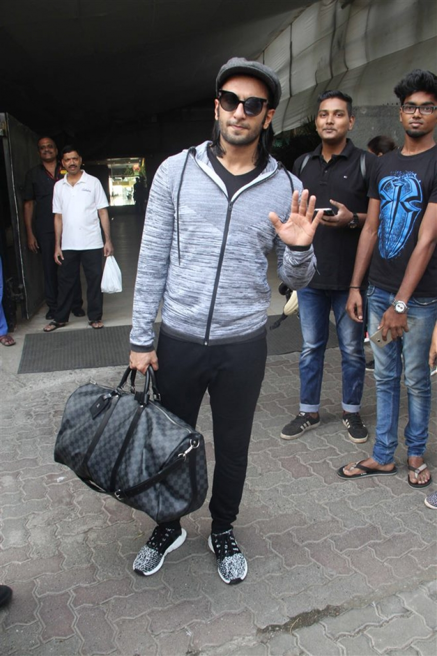 Ranveer Singh Spotted Outside His Gym Photos