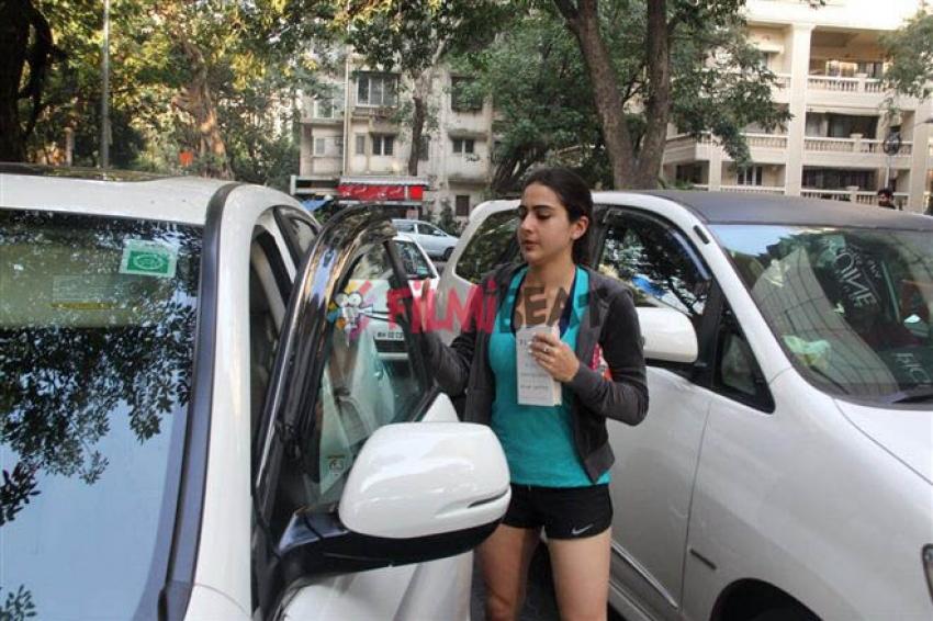 Sara Ali Khan Spotted At Bandra Photos