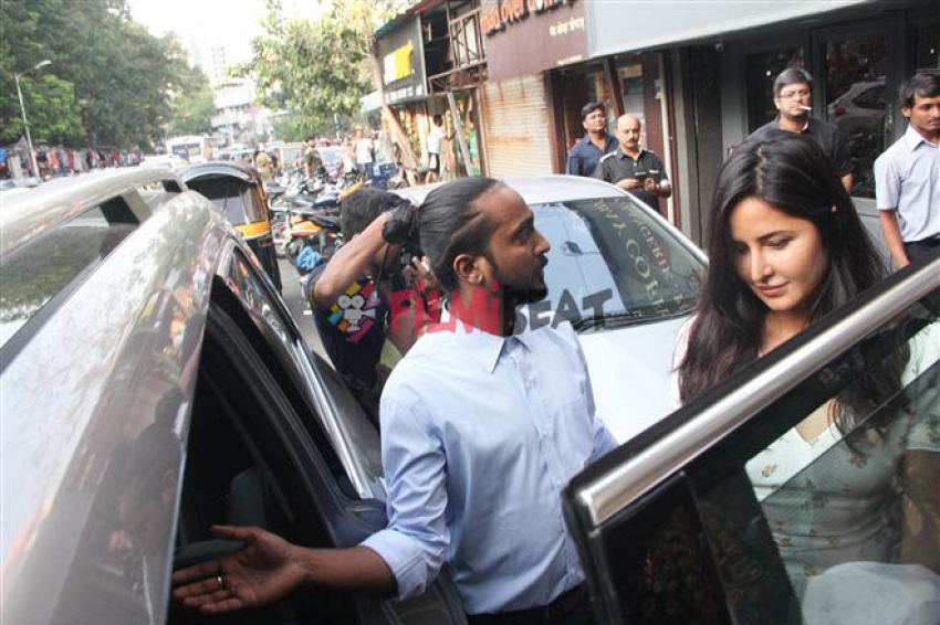 Shahrukh Khan & Katrina Kaif Spotted At Bandra Photos