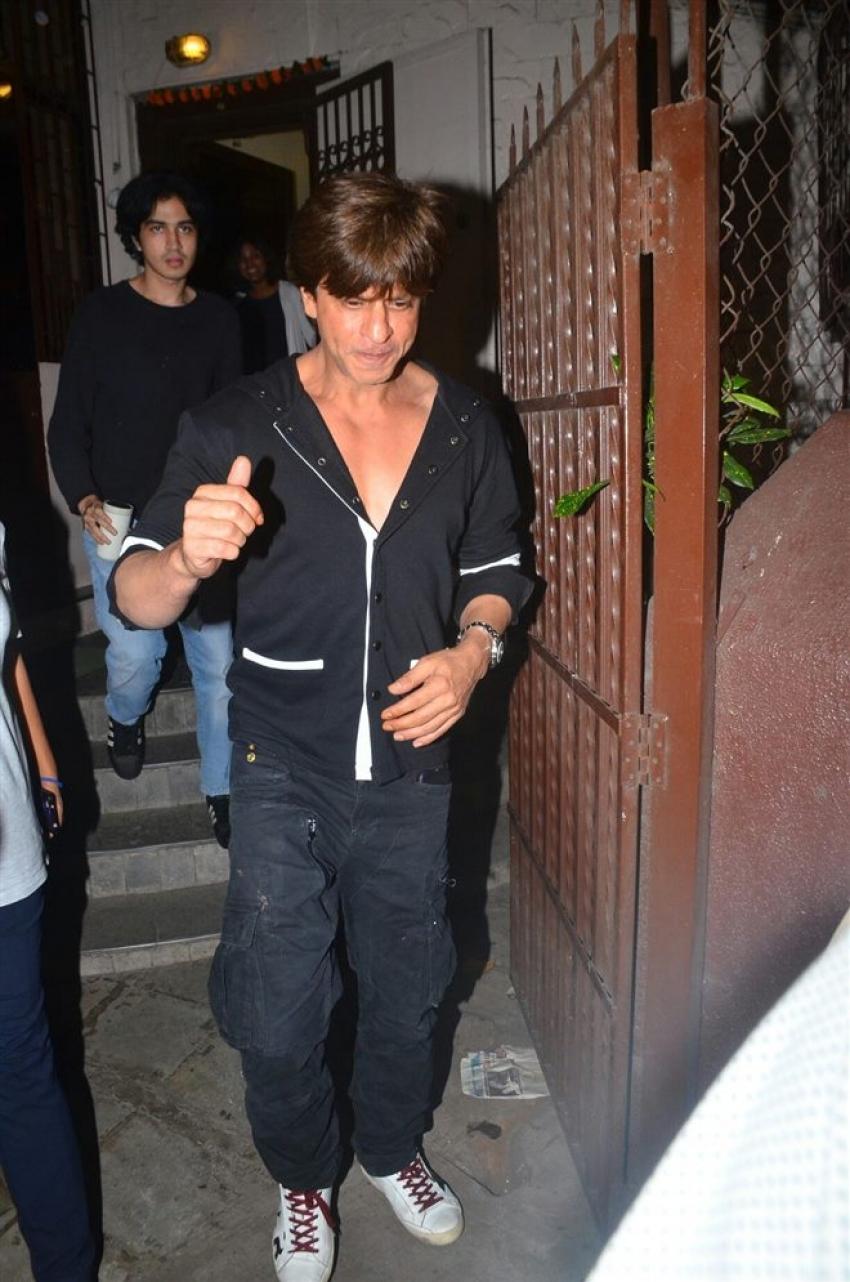 Shahrukh Khan Spotted At Shankar Mahadevan Studio Photos