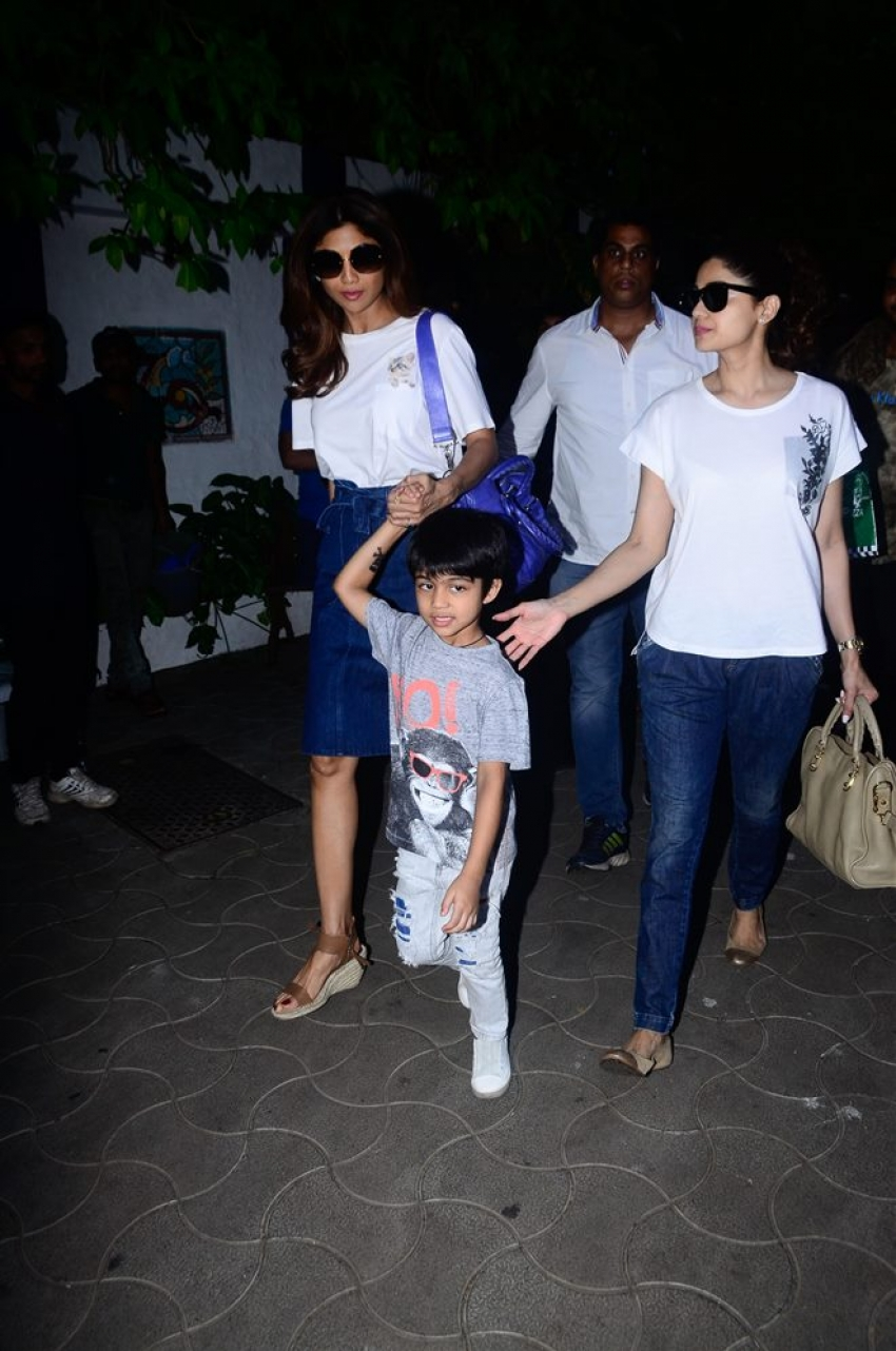Shilpa Shetty Spotted With Her Family In Mumbai Photos