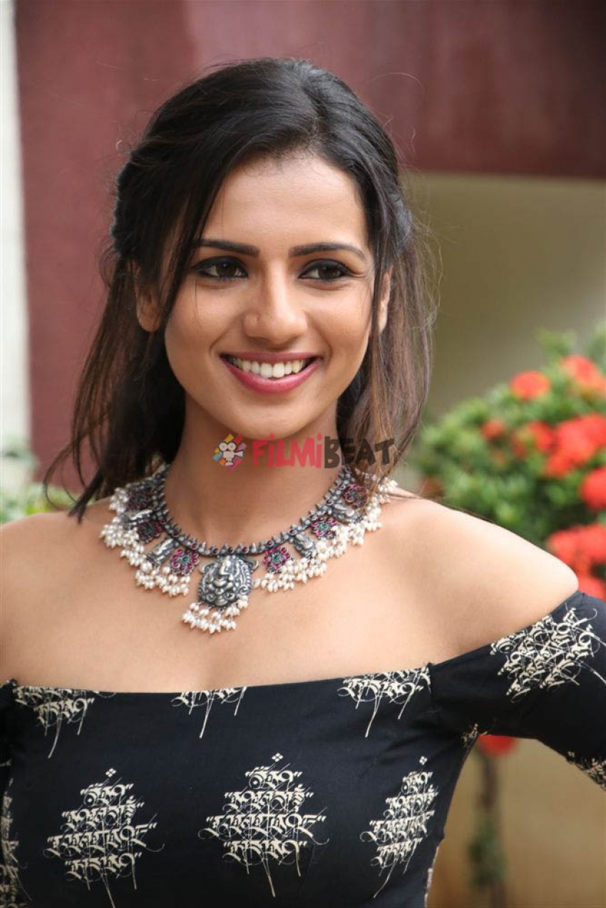 Sruthi Hariharan Photos