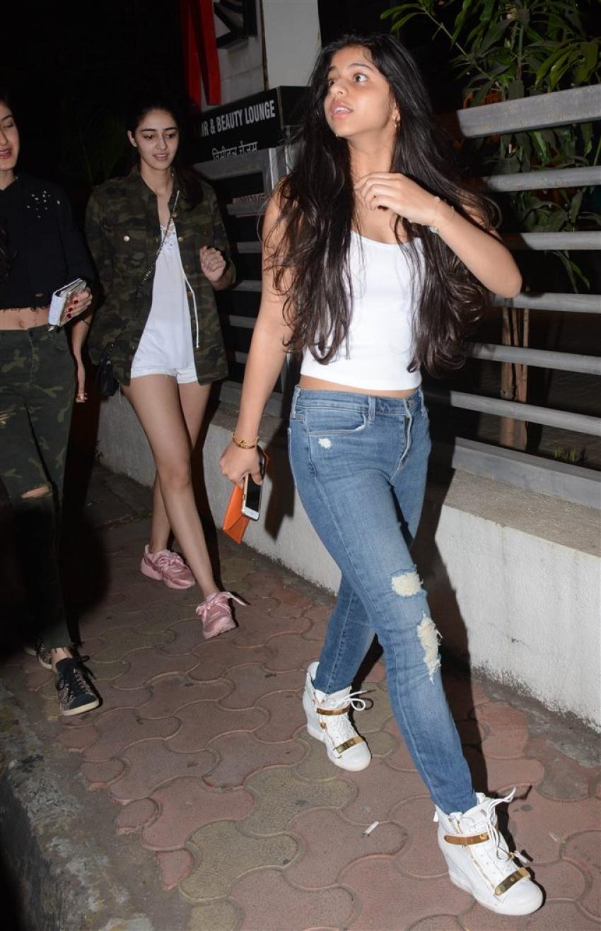 Suhana Khan Daughter Of Shahrukh Khan Snapped At Juhu PVR Photos