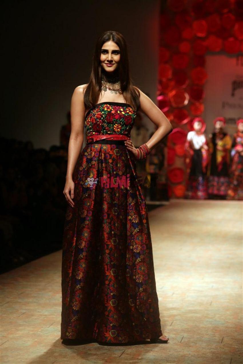 Vaani Kapoor Walked The Ramp At Amazon India Fashion Week 2017 Photos