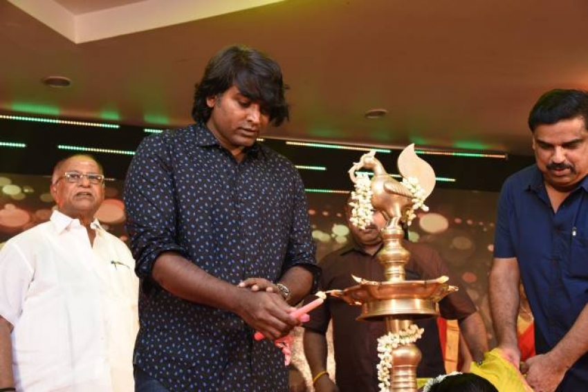 Vijay Sethupathi Donates For Education Of Needy Photos