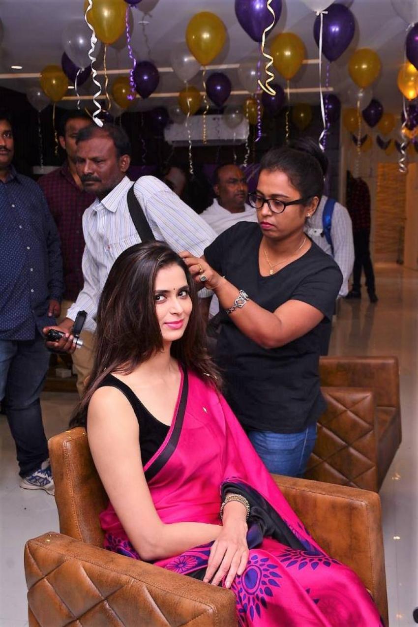 Meenakshi Dixit launches Naturals Salon Photos