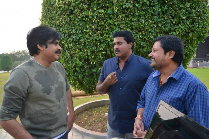 Pawan Kalyan Launched Teaser of Sunil and N Shankar's Two Countries Photos