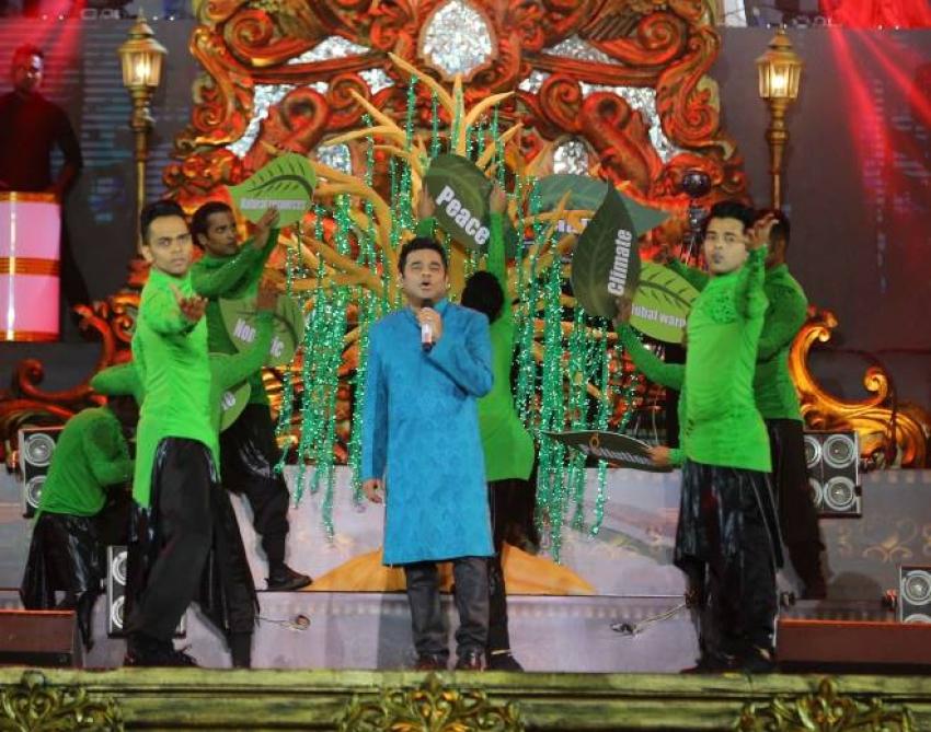 AR Rahman Mesmerize Hyderabad At AR Live  In Concert Photos
