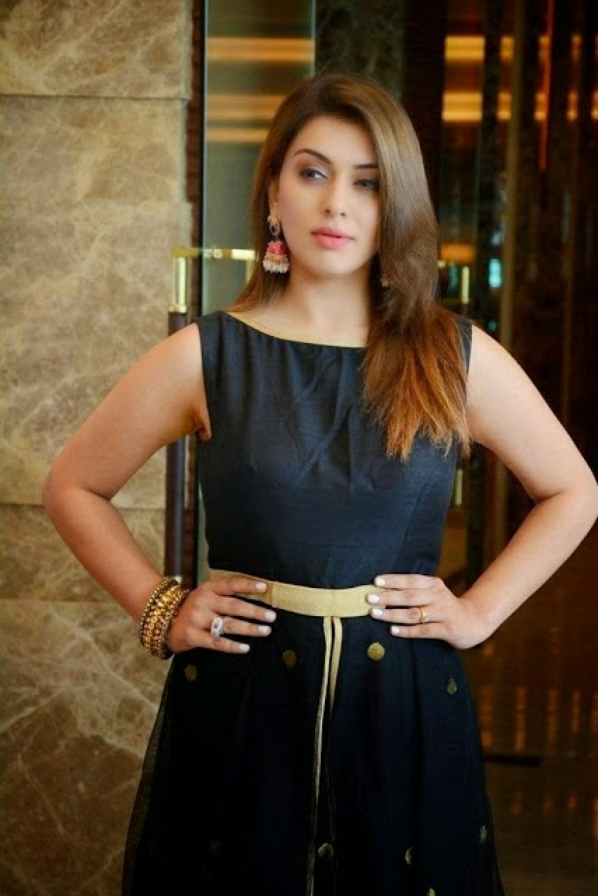 Actress Who Sizzles In Black Outfit Photos
