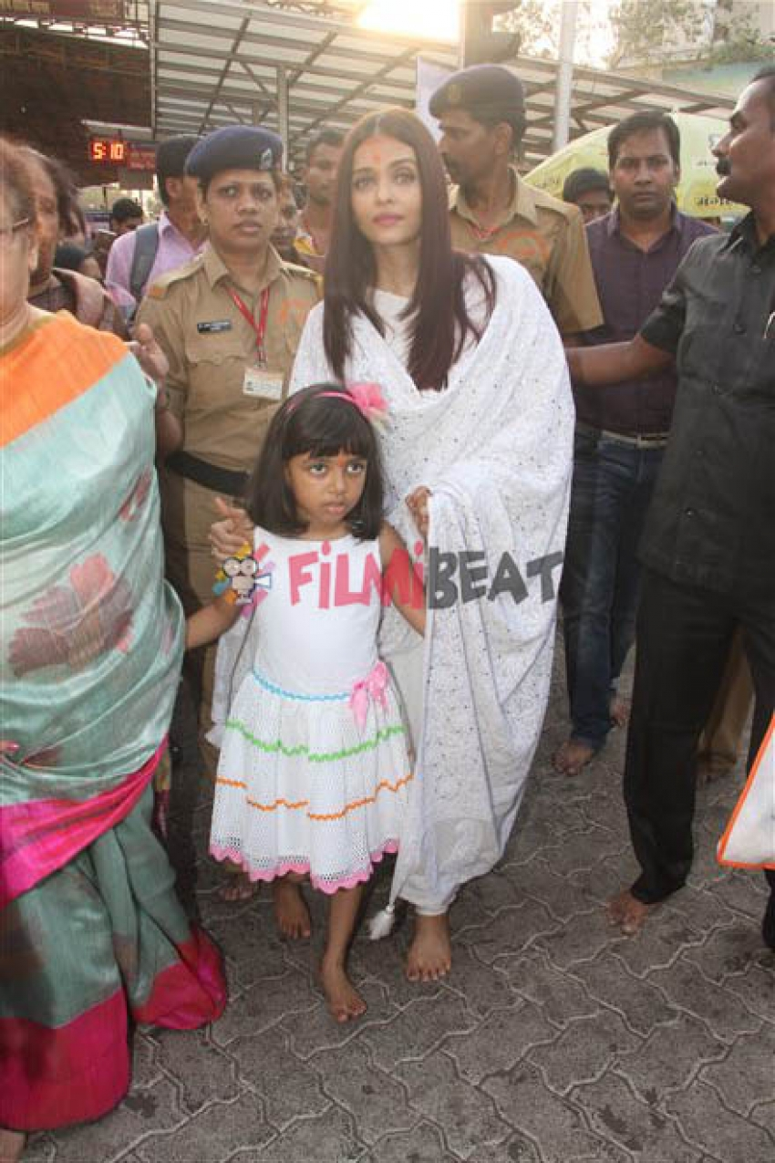 Aishwarya Rai, Aaradhya And Her Mom Spotted At Shiddhivinayak Temple In Mumbai Photos