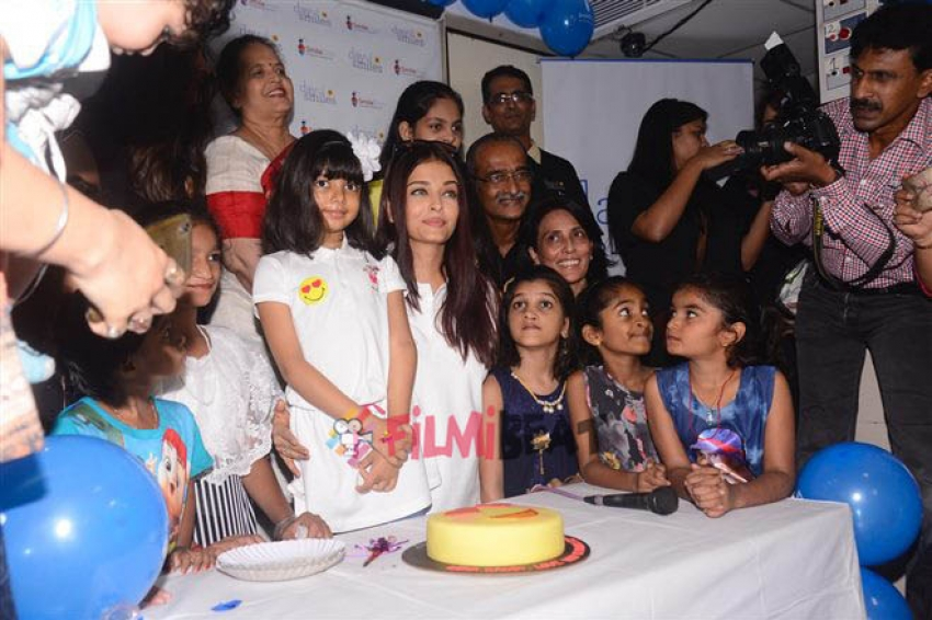 Aishwarya Rai Celebrates Her Father's Birthday in a Special Way Photos