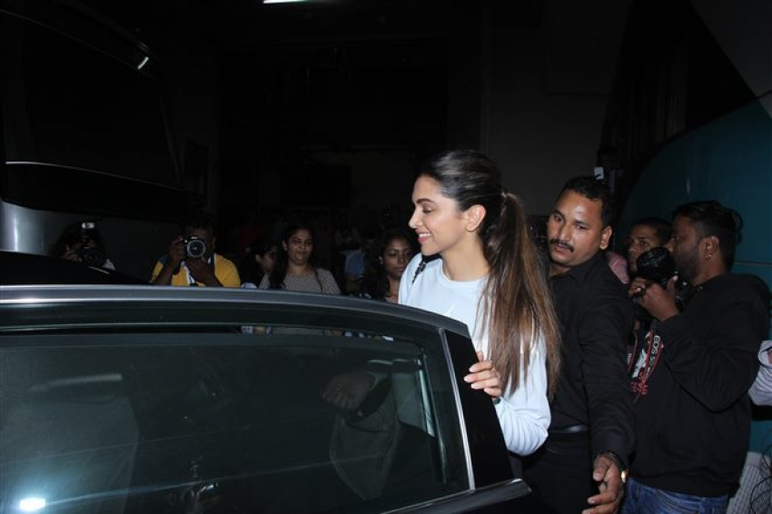 Deepika Padukone Celebrates 10 Year Completion With Fans Photos