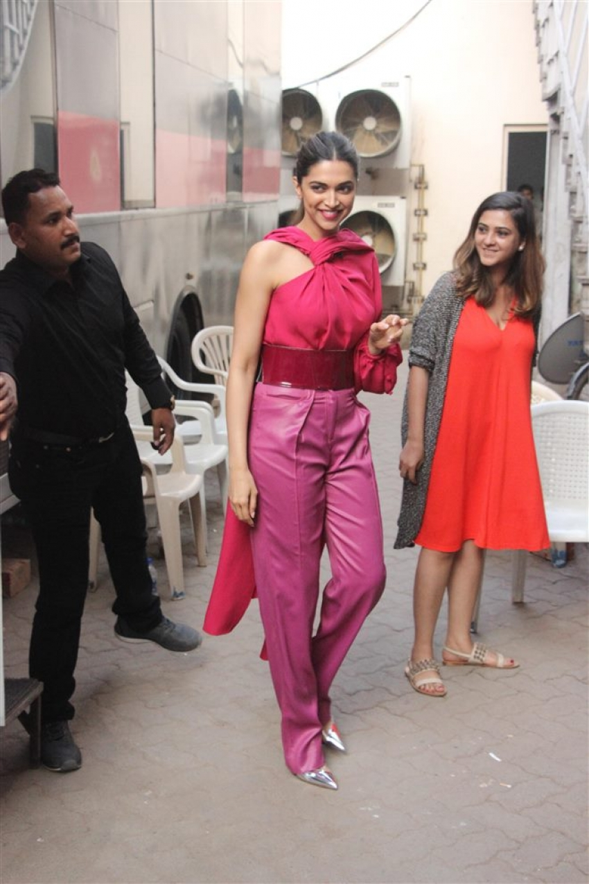 Deepika Padukone Promote Padmavati Movie In Mumbai Photos