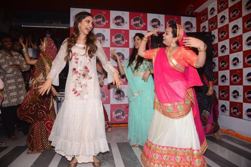 Deepika Padukone Promotes Padmavati At Fever 104 FM Photos