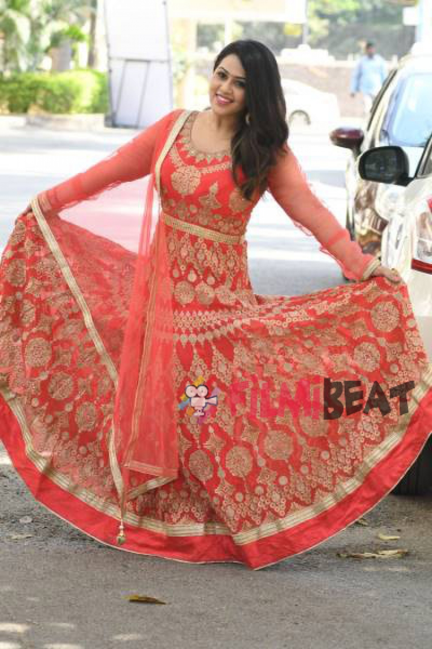 Diana Champika Photos