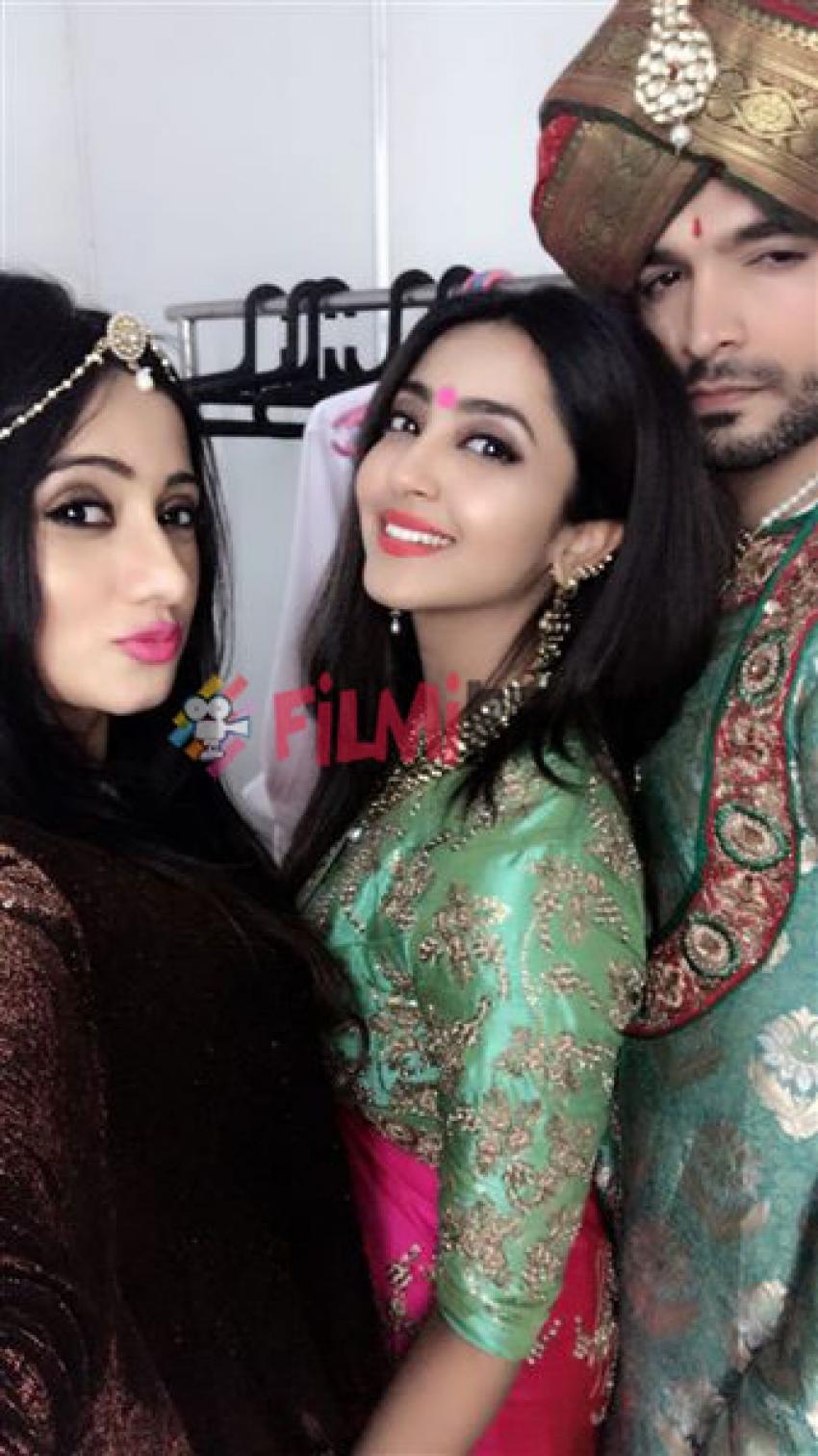 Harshika , Aindritha & Diganth At Hampi Utsav 2017 Photos