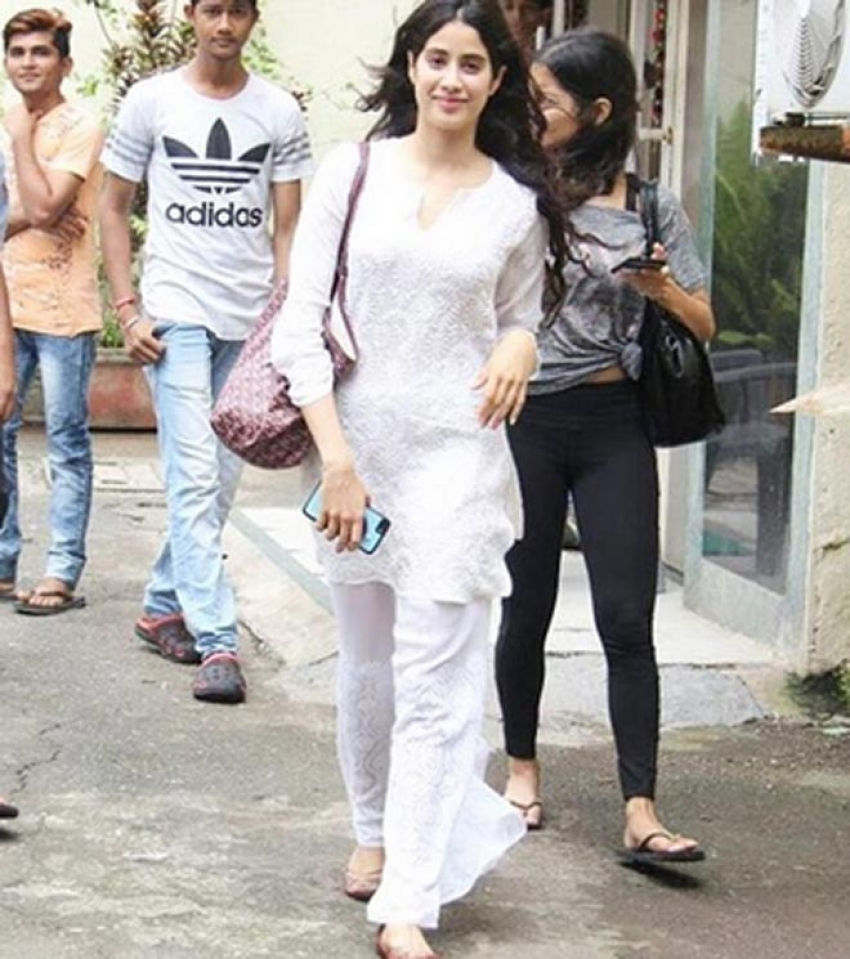 Jhanvi Kapoor Instagram Pictures You Should Not Miss Photos