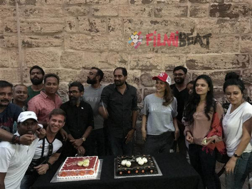 Kangana Ranaut Celebrates Director's Birthday On The Sets Of Manikarnika Photos