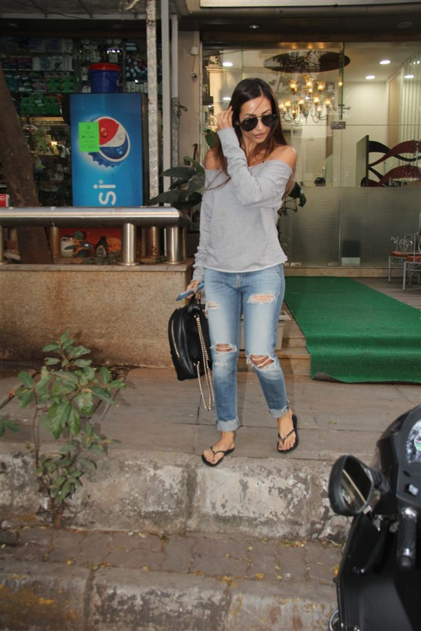 Malaika Arora Spotted At Muah Salon Bandra Photos
