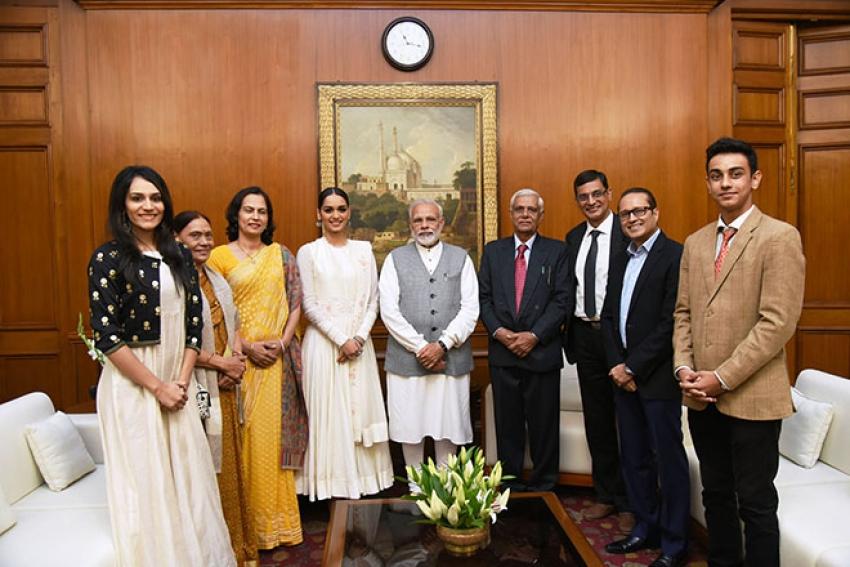 Miss World 2017 Manushi Chillar Meets PM Modi In New Delhi Photos