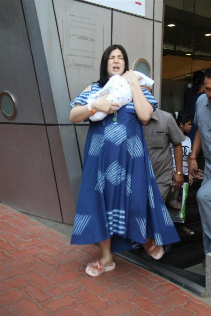 Sachin Joshi And Urvashi With Their Baby Boy At Surya Hospital Photos