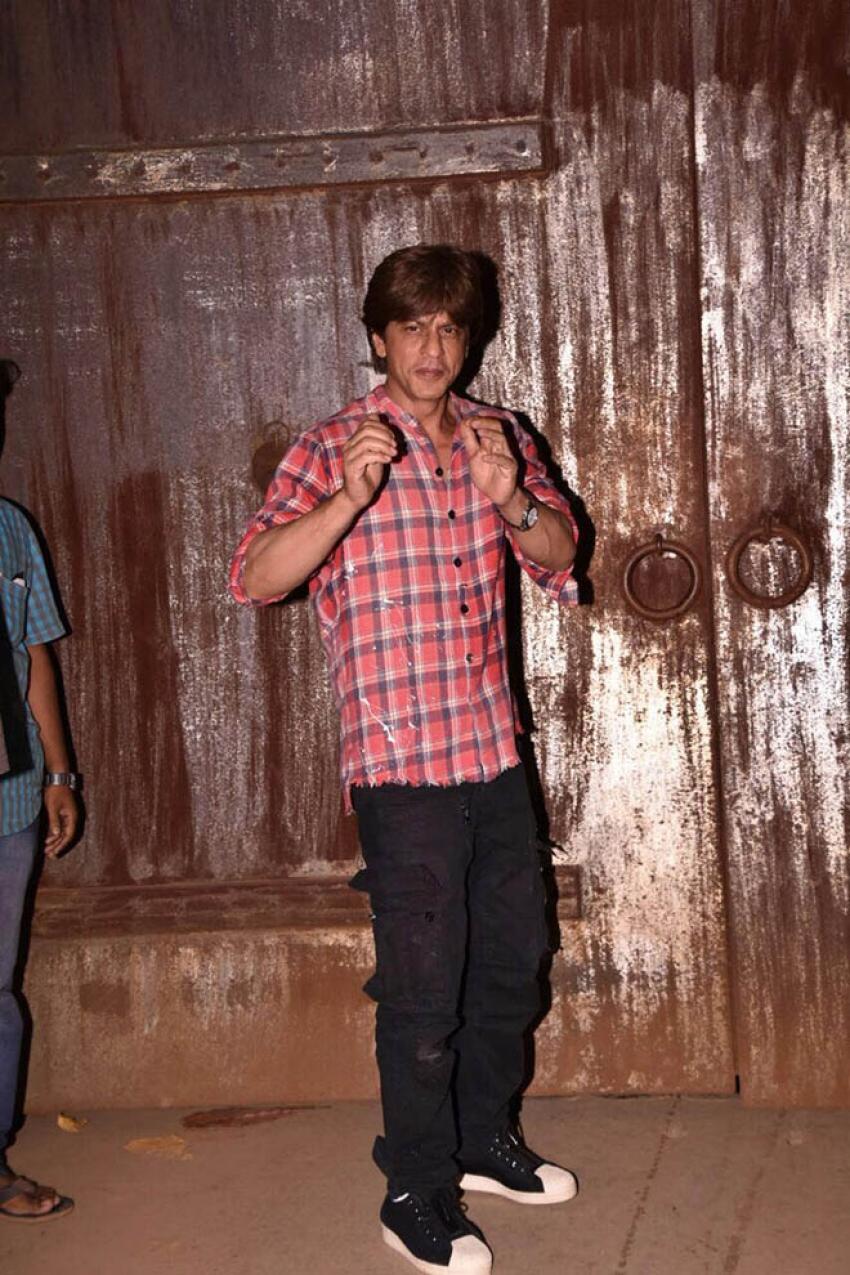 Shahrukh Khan Celebrated His 51st Birthday At Alibag Photos