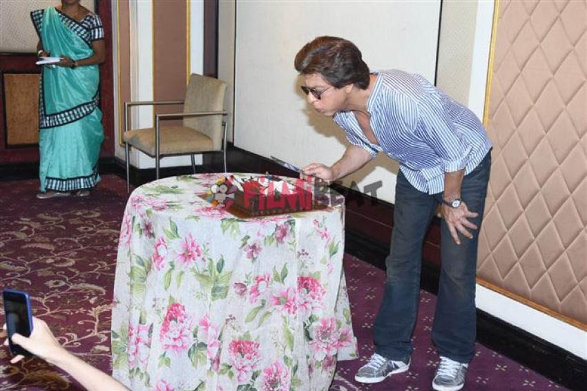 Shahrukh Khan Celebrates His 52nd Birthday With Media Photos
