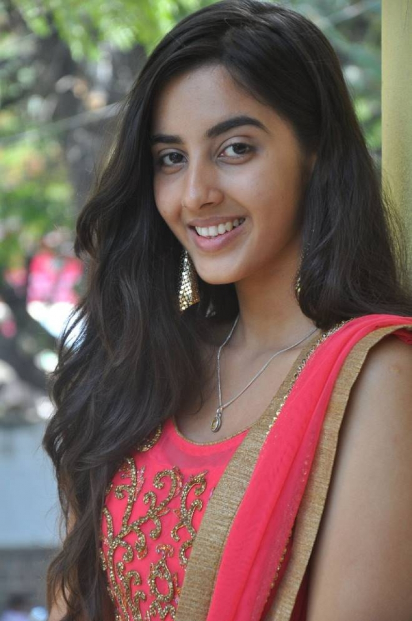 Simrat Kaur Photos