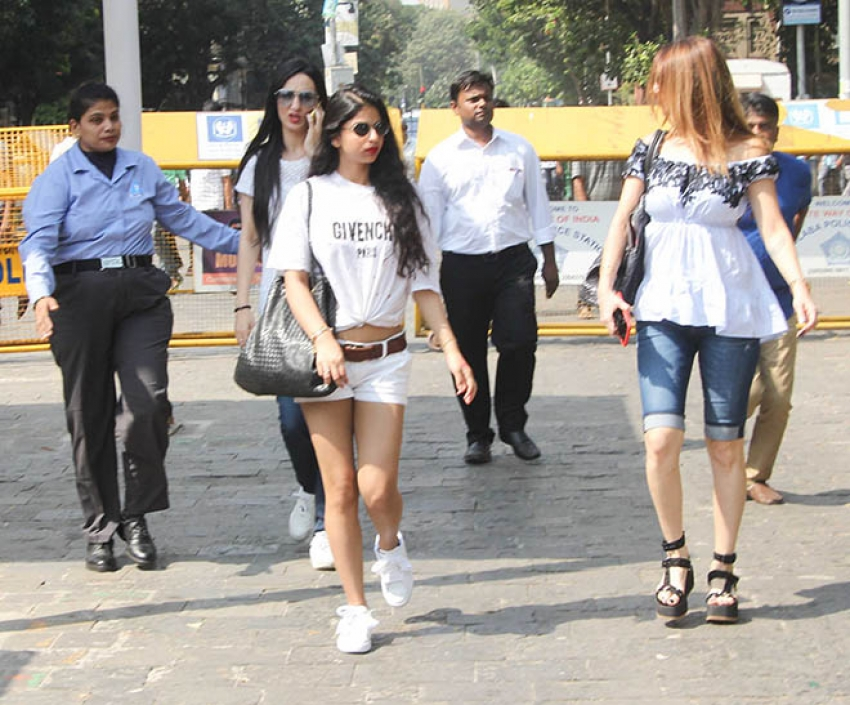 Gauri Khan & Other Celebs Spotted At Gateway Of India Photos