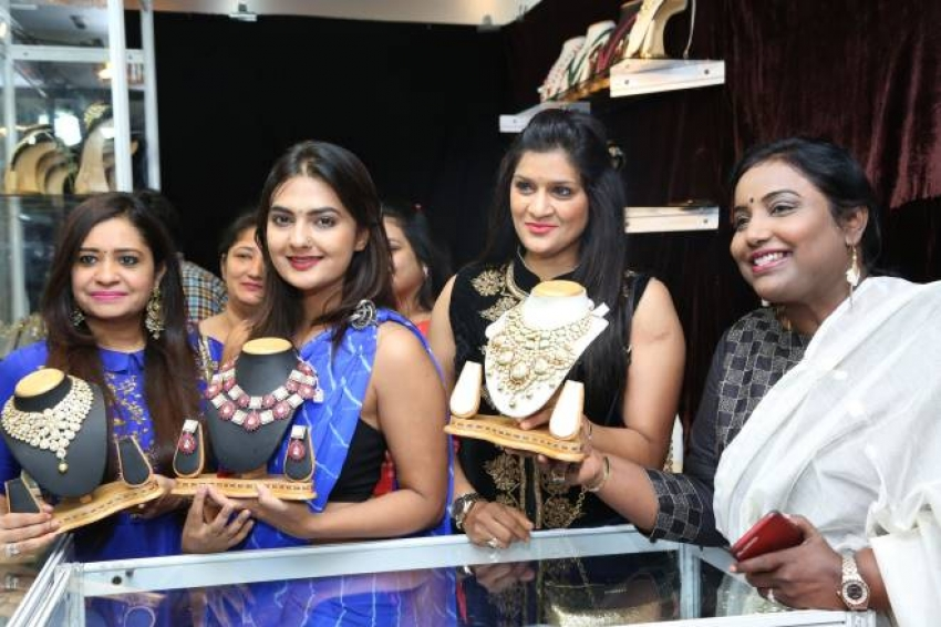 Actress Neha Deshpande Inaugurates Trendz Expo Photos