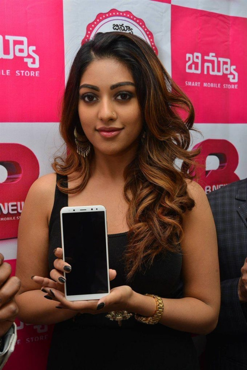 Anu Emmanuel Launches BNew Mobile Store Photos