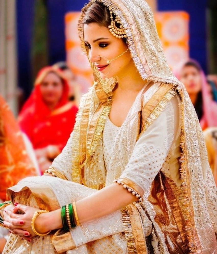 Anushka Sharma Bridal Look Photos