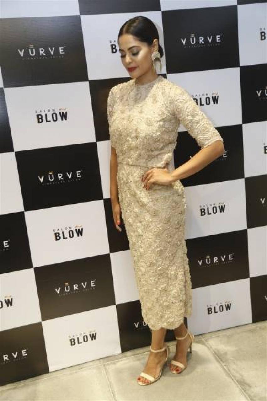Bindu Madhavi Inaugurates Salon Blow Photos