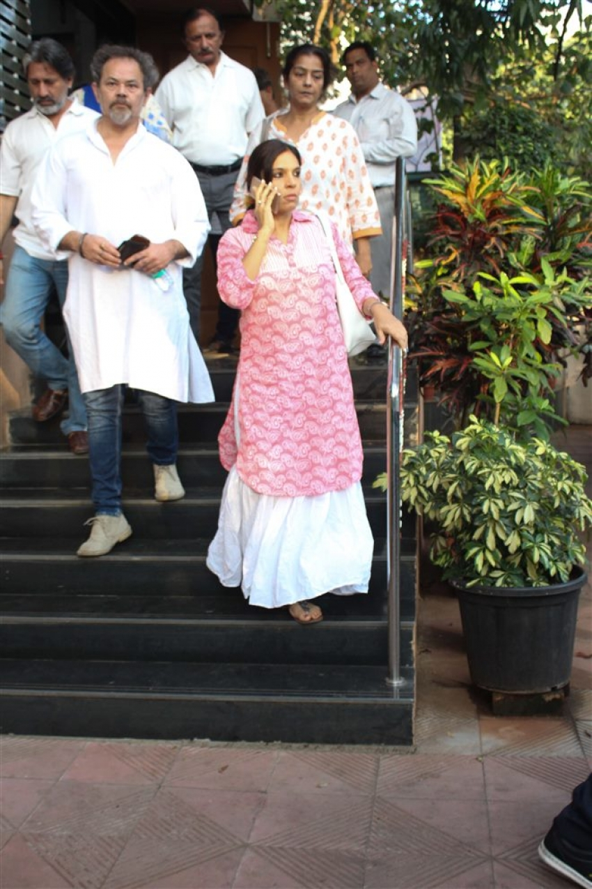 Bollywood Pays Last Respect At Neeraj Vora Funeral Photos