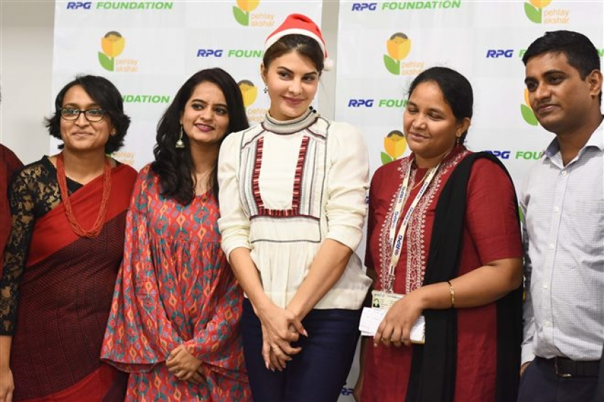 Jacqueline Fernandez Celebrates Christmas 2017 With  RPG Foundation Kids Photos