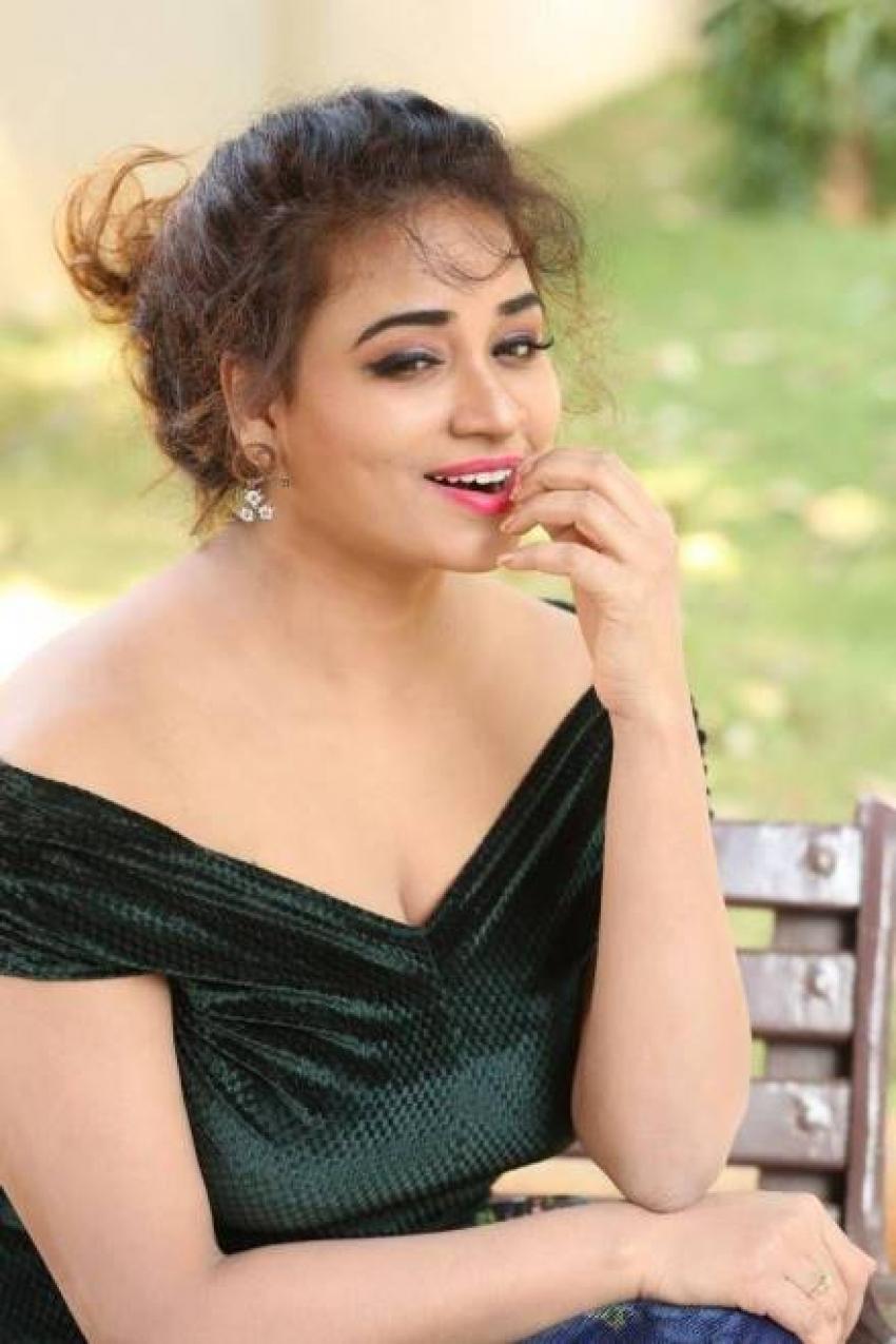 Jayathi Photos