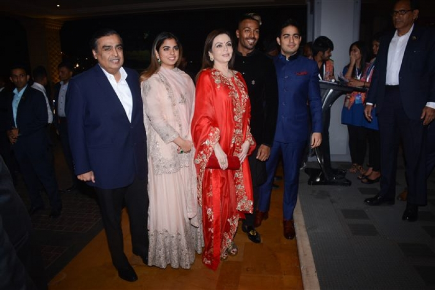 Krunal Pandya And Pankhuri Sharma's Wedding Reception Photos