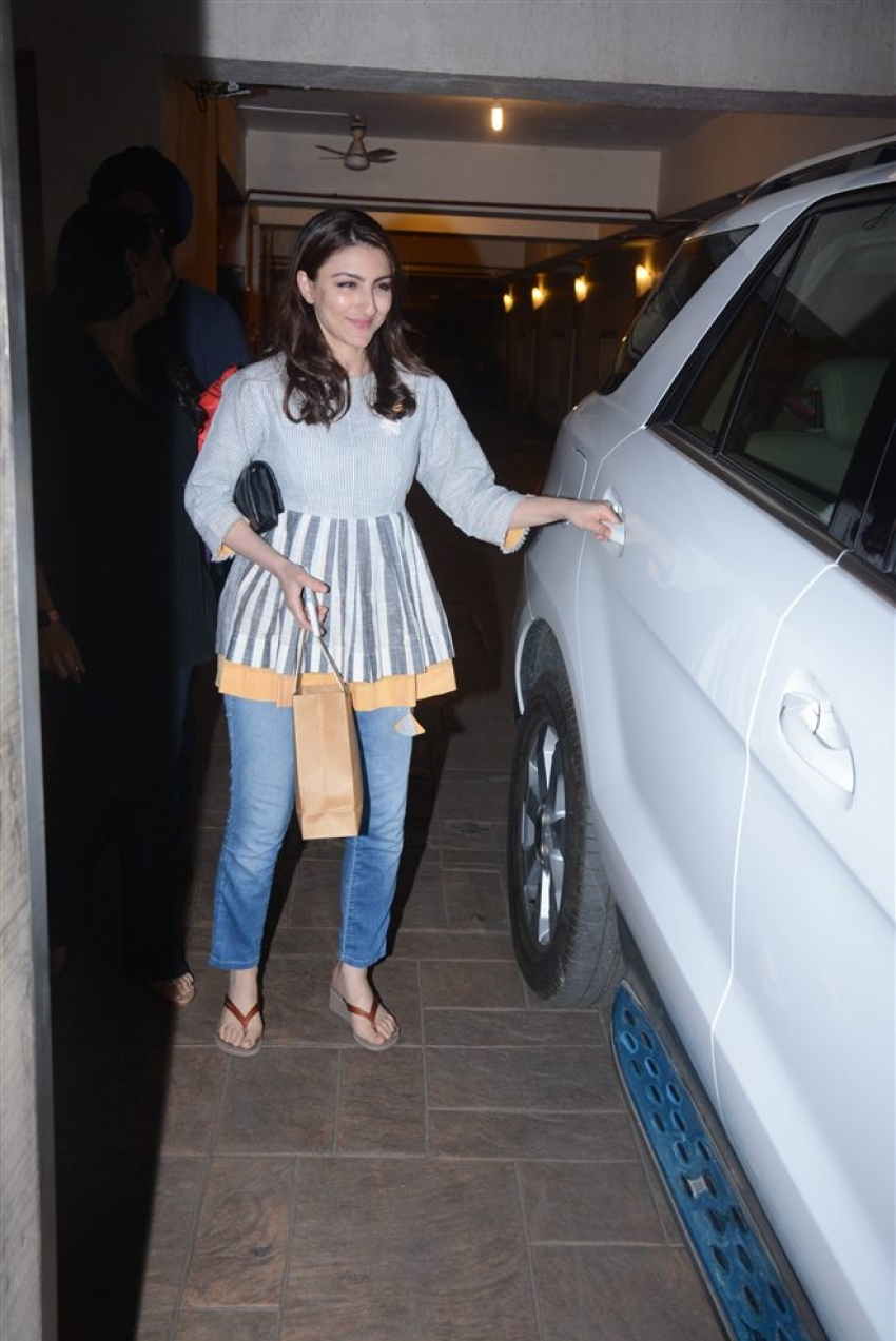 Kunal Khemu And Soha Ali Khan Spotted At Saif Ali Khan Home Photos