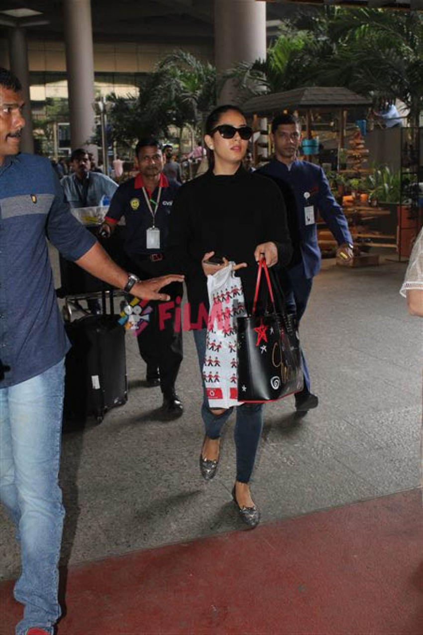 Mira Rajput Spotted At Mumbai Airport Photos