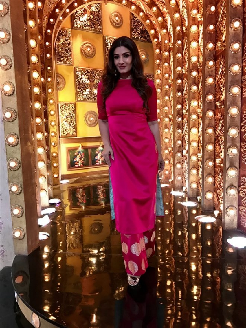 Raveena Tandon On The Set Of Aunty Boli Lagao Boli Photos