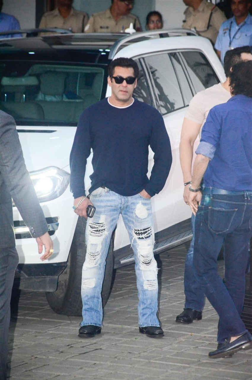 Salman Khan With Family Spotted At Kalina Airport Photos