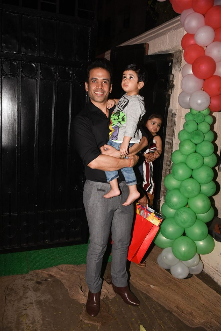 Tusshar Kapoor Christmas Party 2017 At His Residence Photos