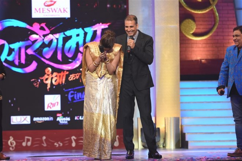 Akshay Kumar & Sonam Kapoor On The Set Of Sa Re Ga Ma Pa Marathi Grand Finale Photos
